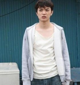 Yuichi Sumida (Shota Sometani) at boat house in Himizu