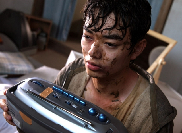 Yuichi Sumida (Shota Sometani) in a Crisis in Himizu
