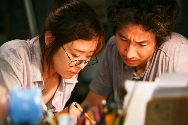 Jung-Bae (Lee Sun-Kyun) and Da-Rim (Choi Gang-Hee) in Petty Romance