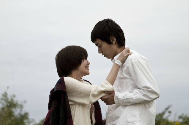 Miki (Konatsu Tonaka) and the waiter Keisuke (Shota Sometani) in Isn't Anyone Alive
