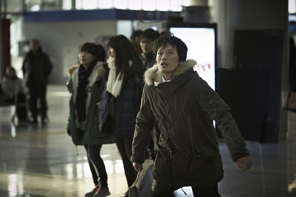 Jung Jae-Young Runs Around in Korean Film Broken
