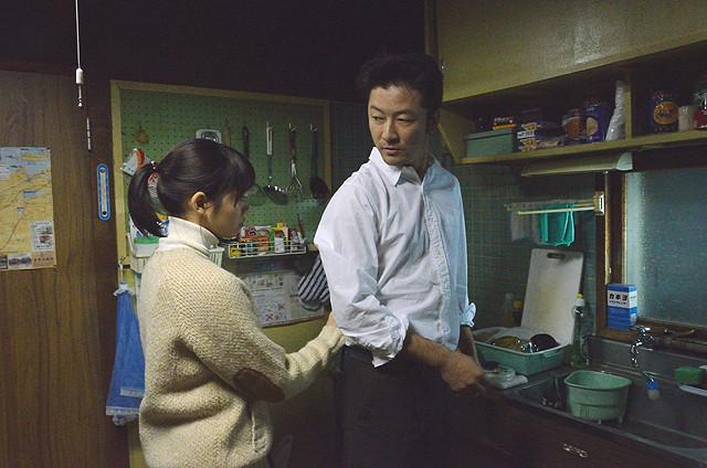 Watashi no Otoko Hana (Fumi Nikaido) and Jungo (Tadanobu Asano) at Home