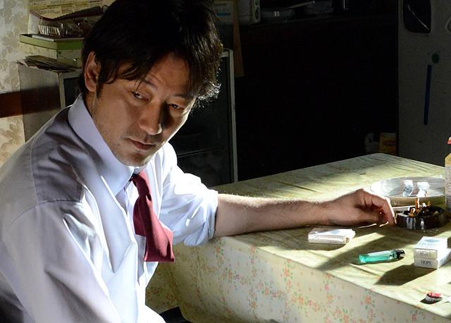 Watashi no Otoko Jungo (Tadanobu Asano) at the Table