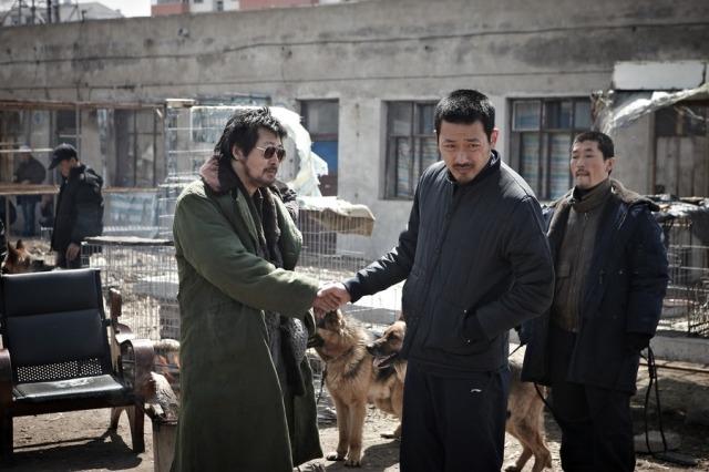 Myun Jung-Hak (Kim Yoon-Seok) makes Gu-Nam (Ha Jung-Woo) an offer