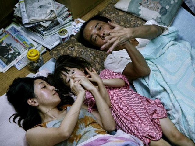 Shoplifters Film Image 2